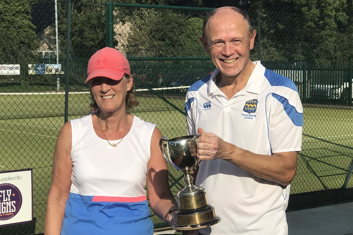 Trevor Loten and Sue Sumner, Mixed Doubles Winners 2020